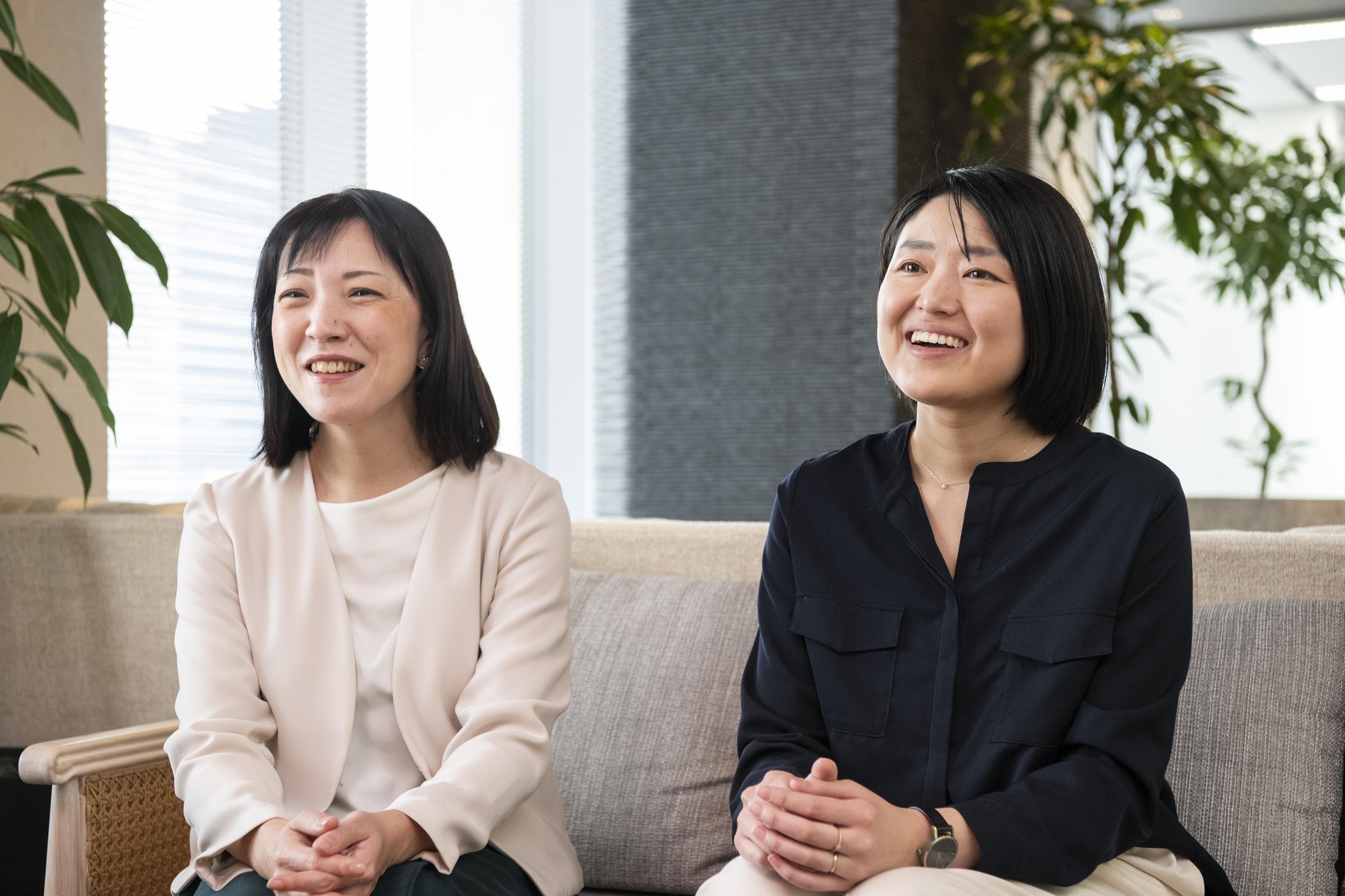 (左から)経営企画部 情報戦略室 黒木 由利子氏、総務・労務部 山口 佳織氏